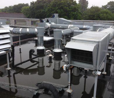 Réfection réseaux ventilation en terrasse de cuisine centrale